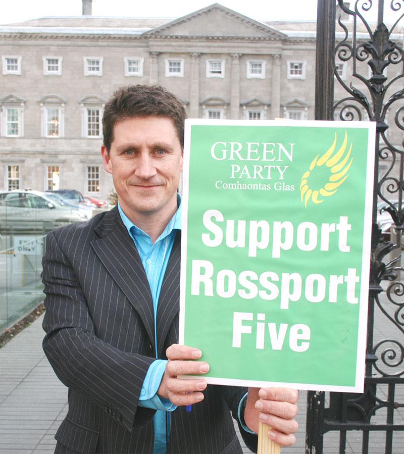 Eamonn Ryan Green Party Leader at Dail with Rossport solidarity placard - he later imposed the project on Rossport.  Pic: William Hederman, Indymedia.ie